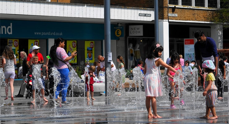 A photograph of fountains. Queens Square, Crawley