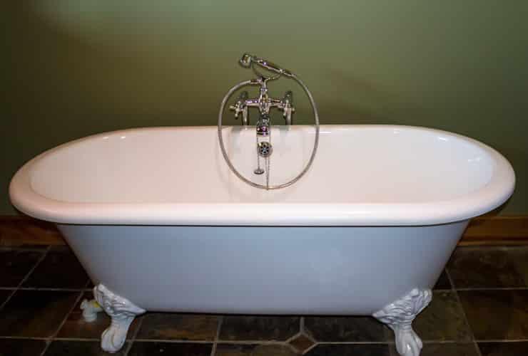 A roll-top bath with an oval bath shape.
