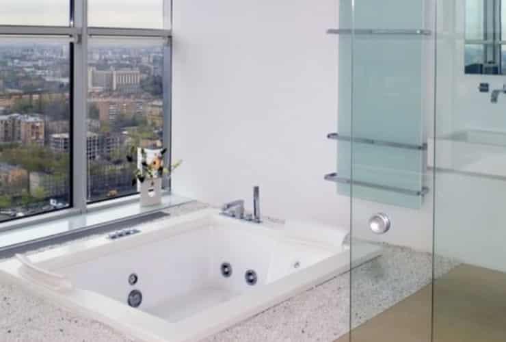 A sunken square bath in an apartment.